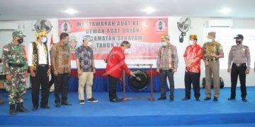 Wabup Sanggau Membuka Kegiatan Musdat V DAD Kecamatan Sekayam