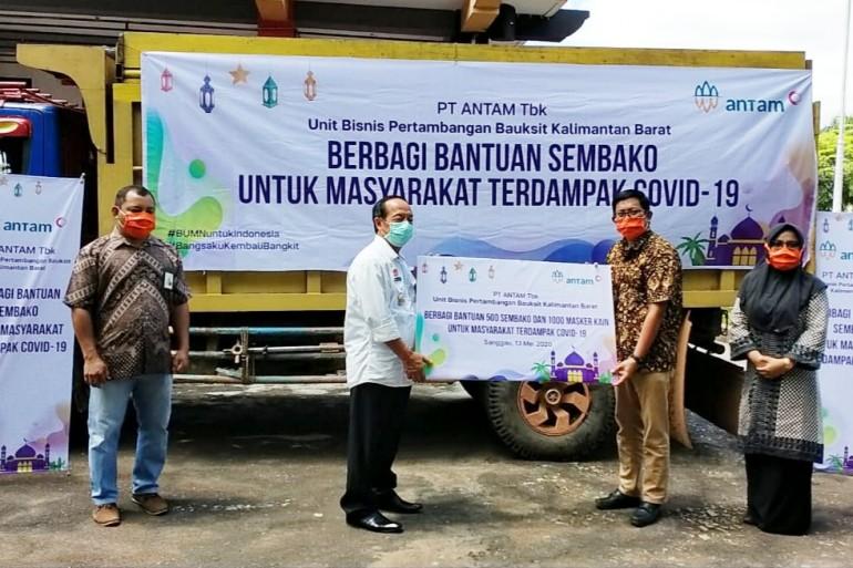 Tahap II, PT. Antam Salurkan Bantuan 500 Paket Sembako