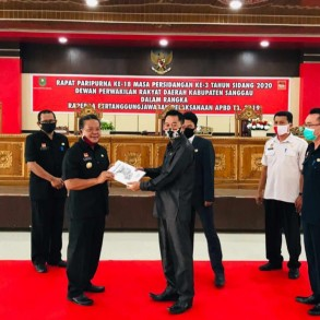 Bupati Sanggau Sampaikan Nota Pengantar Raperda Pertanggungjawaban APBD 2019 ke DPRD