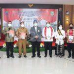 Ny. Arita Apolina Dikukuhkan Sebagai Bunda Literasi Kabupaten Sanggau, Berperan Dalam Menumbuhkan Minat Baca Dan Tulis Di Lingkungan Masyarakat