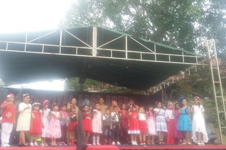 Kepala Dinas Sosial, Pemberdayaan Perempuan, Perlindungan Anak dan Keluarga Berencana Buka Lomba Nyanyi Lagu Anak