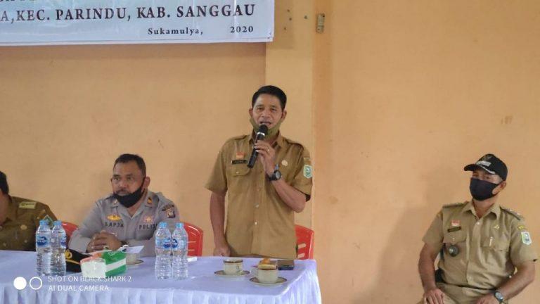 Penyaluran BLT DD Desa SukaMulya Kec. Parindu, Alian : Gunakan Bantuan ini dengan sebaik- baiknya