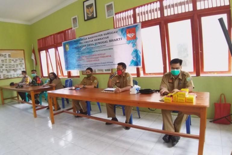 Penyaluran Bantuan Langsung Tunai Dana Desa (BLT DD ) Perdana di Kabupaten Sanggau Desa Tunggal Bhakti Kec. Kembayan Tahun 2020