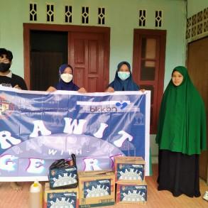 Rawit GenRe menyerahkan bantuan ke Panti Asuhan