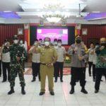 Paolus Hadi kukuhkan pengurus FKDM Kabupaten Sanggau