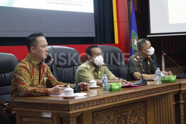 Focus Group Discussion (FGD) Terkait Pelaksanaan Instruksi Presiden Nomor 2 Tahun 2021 Tentang Optimalisasi Pelaksanaan Program Jaminan Sosial Ketenagakerjaan di Wilayah Kabupaten Sanggau