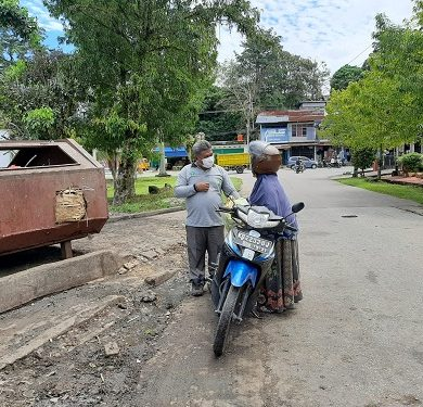 Atur Jam Buang Sampah DLH Sanggau lakukan Sosialisasi ke Warga – Dinas Lingkungan Hidup