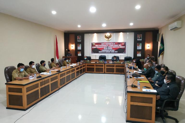Delapan Fraksi DPRD Sampaikan Pemandangan Umum Terhadap Empat Raperda Usulan Eksekutif