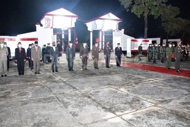 Bupati Sanggau Paolus Hadi Hadiri Upacara Apel Kehormatan dan Renungan Suci HUT Kemerdekaan RI Ke-76 Tahun 2021