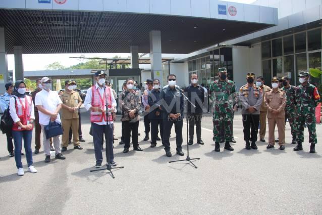 Wabup Sanggau Sambut Kedatangan Menteri Perhubungan Di PLBN Entikong