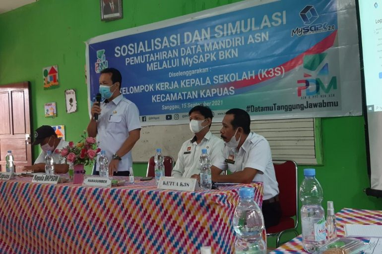 Kelompok Kerja Kepala Sekolah (K3S) Kecamatan Kapuas menyelenggarakan Sosialisasi dan Simulasi Pemuktahiran Data Mandiri ASN melalui MySAPK BKN