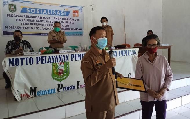 225 Lansia di Sanggau Terima Bansos Rp 2 Juta