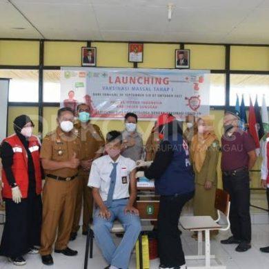 Bupati Launching Vaksinasi Massal PMI Sanggau, Dimulai Dari Pelajar Di SMAN 3 Sanggau