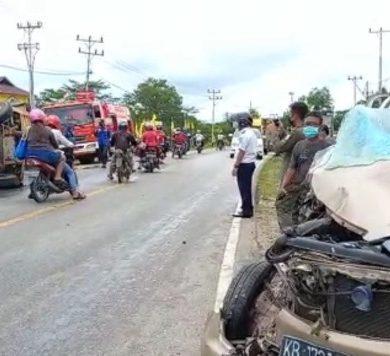 Mobil dan Truck Tabrakan di Depan SMKN 1 Sanggau